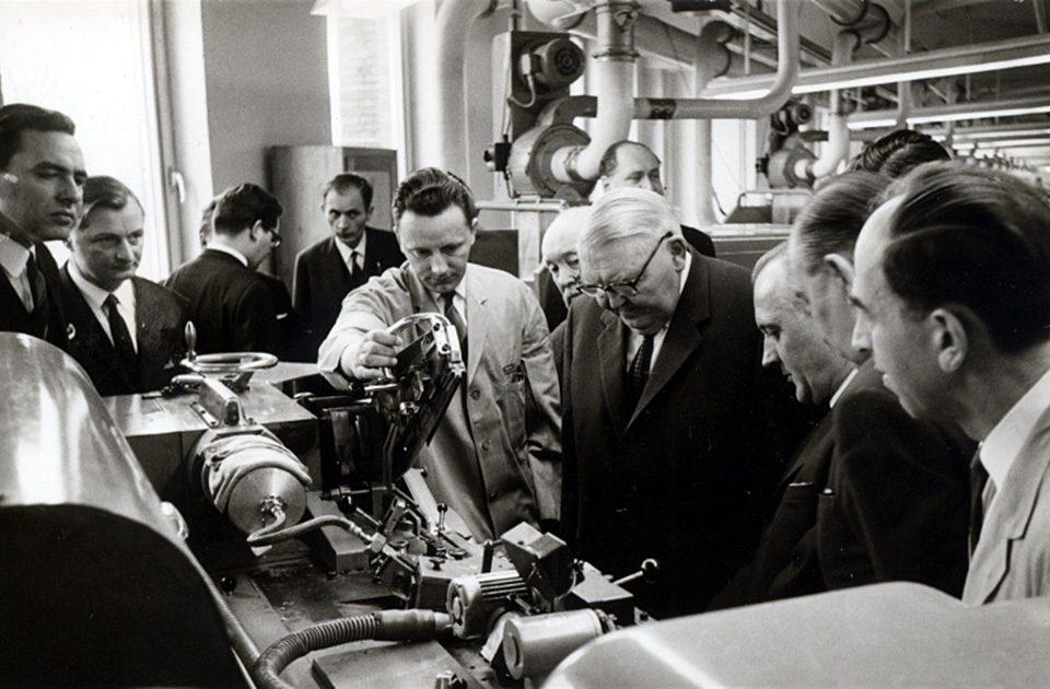 Bundeskanzler Ludwig Erhard im Werk Wandsbek am 3. März 1966